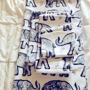 Brand new home goods elephant 🐘 bath towel set